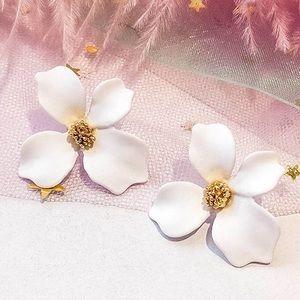 Jewelry - 🌸White Tropical Flower Earrings 🌸